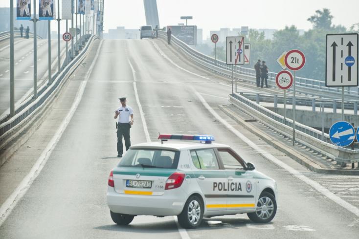 Jövő nyáron felújítják az úttestet a pozsonyi SZNF hídon