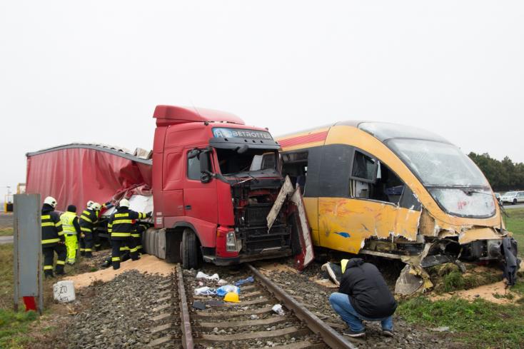 Egy tucat vasúti átjáró lesz biztonságosabb a Csallóközben, de nem jut mindenhova jelzőberendezés