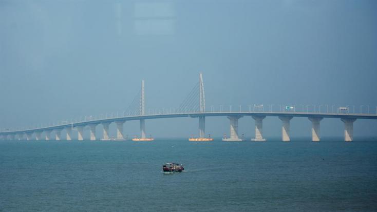A világ leghosszabb tengeri hídja épült meg Hongkong és Makaó között