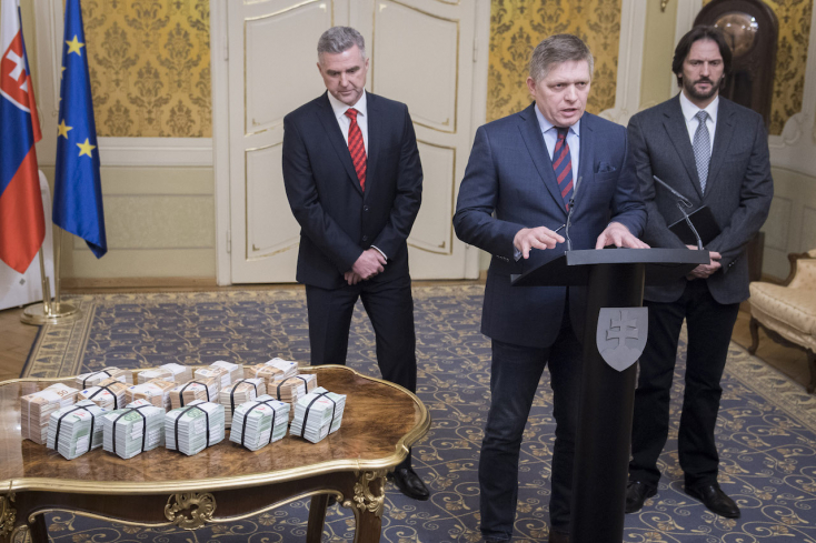 Fico kitette az egymilliót az asztalra, és megvédte főtanácsosát, Troškovát
