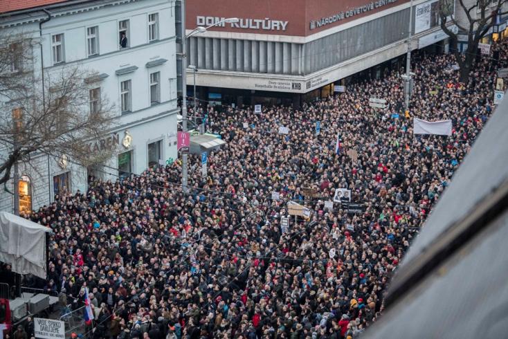 Soha nem volt még ekkora tüntetés Szlovákiában!