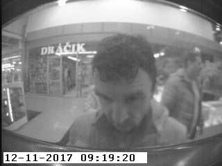Megtartotta a bankautomatában talált pénzt a képen látható fickó, nem kellett volna!