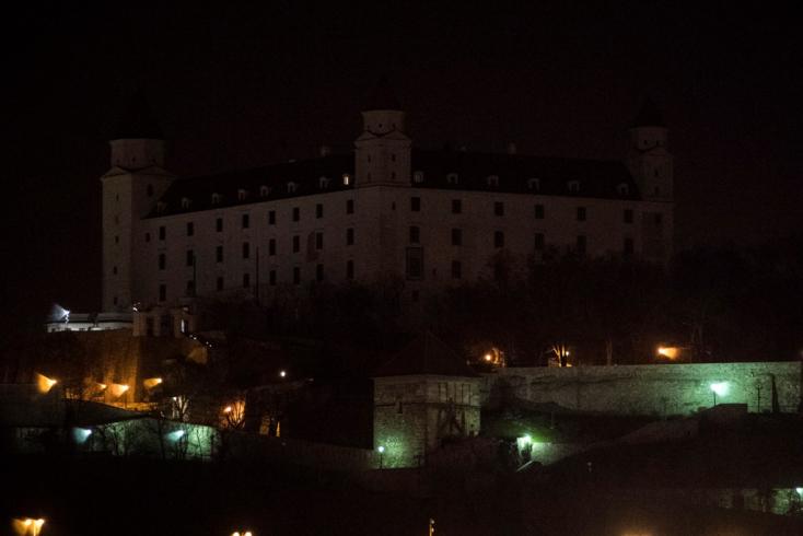 Sötétbe borult a pozsonyi vár - FOTÓK