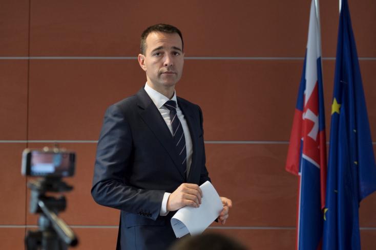 Drucker kérvényezi az új pártjának regisztrálását