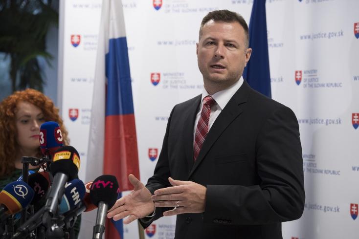 Bugár szerint piszkálódás folyik minisztere ellen, akinekhiteles válaszokat kell adnia