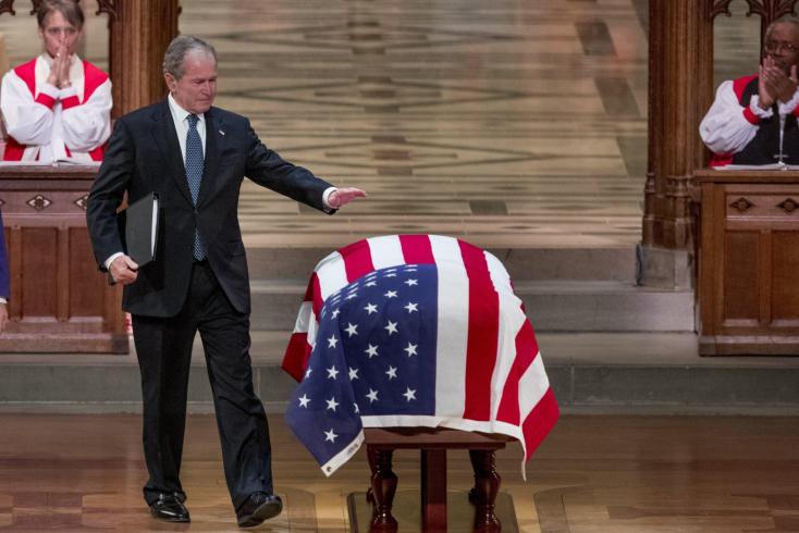 Örök nyugalomra helyezték a néhai George H.W. Bush elnököt