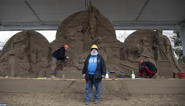 720 tonna homokból készült a vatikáni betlehem