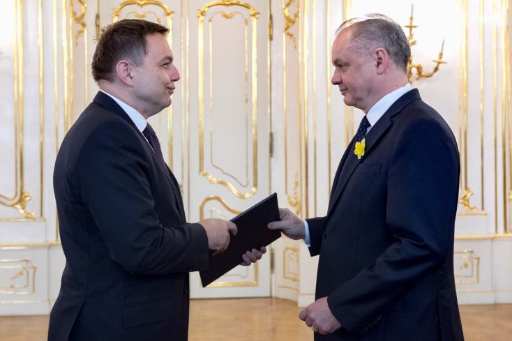 Kiska elfogadta Peter Kažimír pénzügyminiszter lemondását
