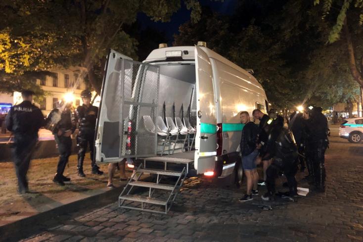 Hét személyt gyanúsítottak meg a pozsonyi szurkolói verekedés után