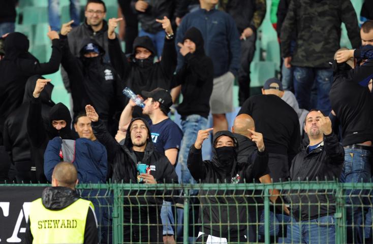 Súlyos büntetéseket szabott ki az UEFA a szurkolók viselkedése miatt