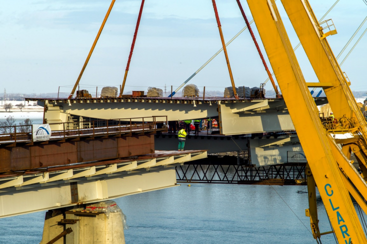 Összeért a két Komáromot összekötő Duna-híd (FOTÓK)