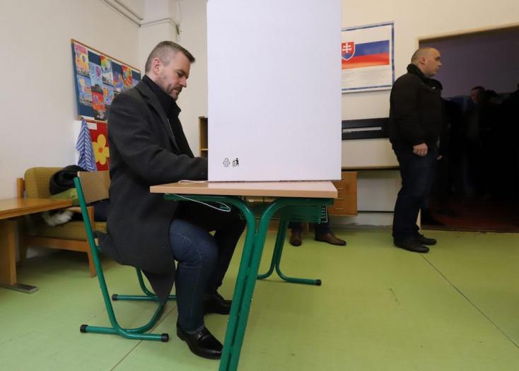 Pellegrini enged Fico nyomásának, távozik a parlament vezetőségéből