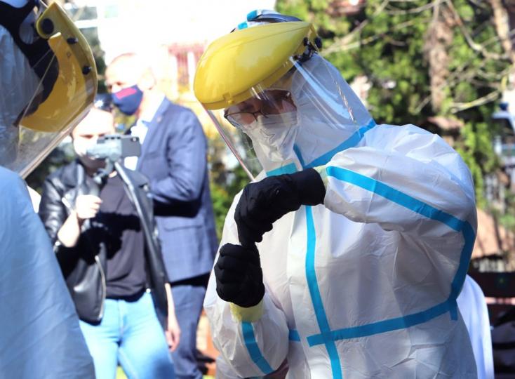 Legalább 21 koronavírus-fertőzöttet találtak egy újabb gyárban, további kétszáz ember karanténban