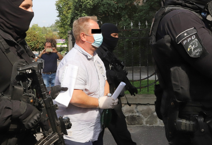 Közel 14 óra után született meg a döntés a zsolnai bírókról és ügyészekről: mind a négy gyanúsítottat vizsgálati fogságba helyezték
