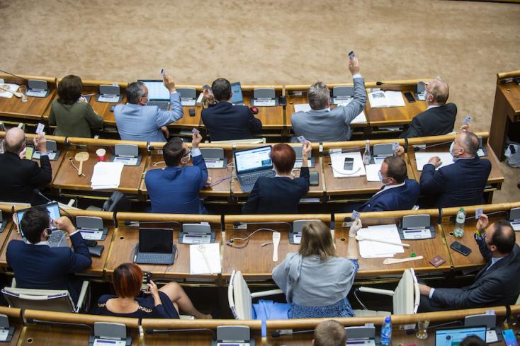 AKO-felmérés: Tartja magabiztos előnyét a Hlas, parlamenti küszöb alatt Kotlebáék