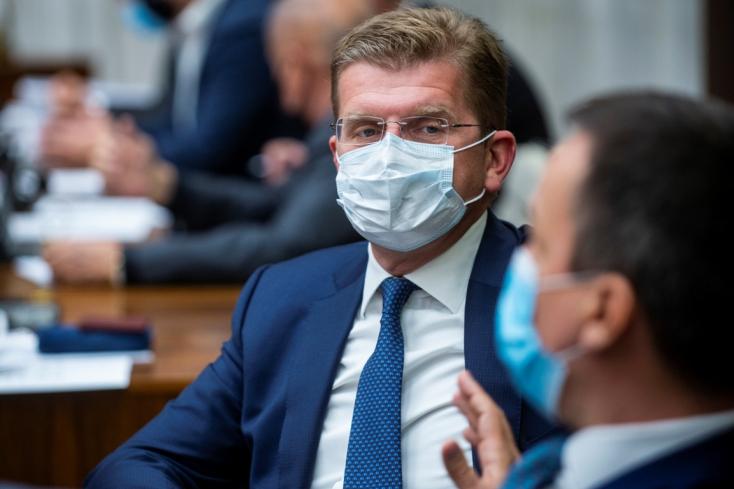 A NAKA meggyanúsította az egykori smeres gazdasági minisztert, Peter Žigát