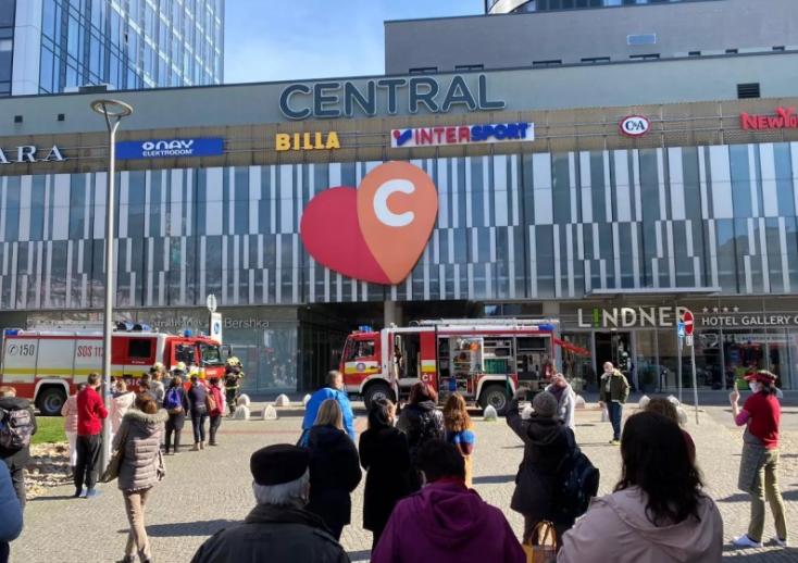 Evakuálták a pozsonyi Centrál áruházat!