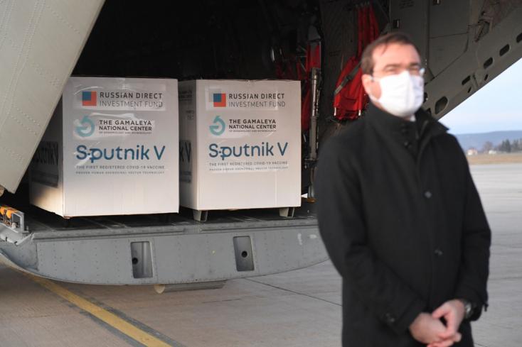 Az egészségügyi miniszter aláírta a Szputnyik V vakcina engedélyezését, a felelősség a kezelőorvosoké!