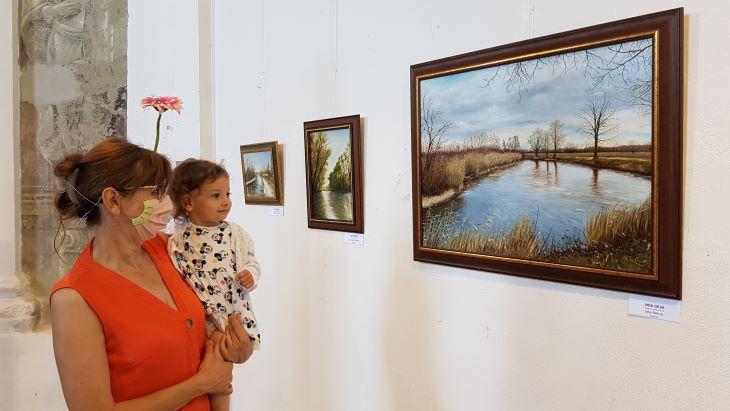 Szlovákiai magyar pedagógusok alkotásainak kiállítása Komáromban