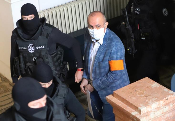 Szabadon engedték a korrupcióval és pénzmosással gyanúsított Kajetán Kičurát