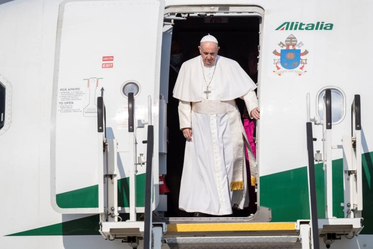 Nagymegyer fölött körözött Ferenc pápa repülőgépe