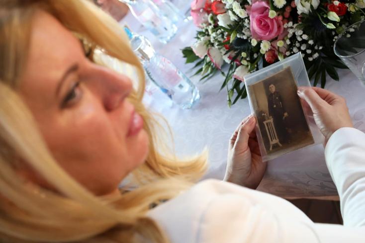 Zuzana Čaputová fejet hajtott a szovjet munkatáborok szlovákiai magyar áldozatai előtt