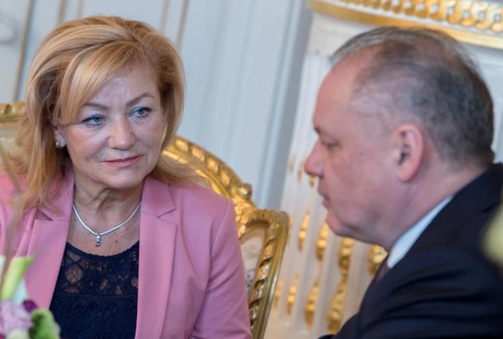 Több neves személyiség is felszólította Pellegrinit, hogy váltsa le a kulturális minisztert