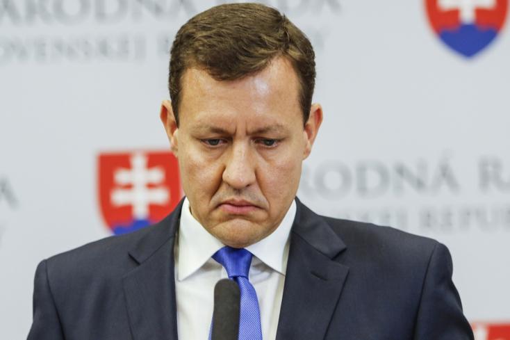 Gyanús körülmények közt vált meg az állami telkektől Daniel Lipšic