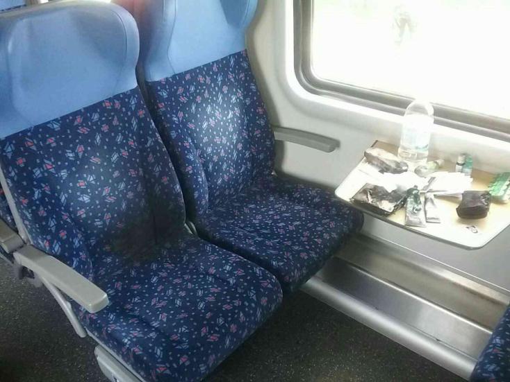Elképesztő! Vonaton utazott a nő, amikor hirtelen lángra kapott a táskája (FOTÓK)