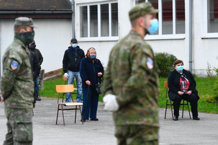 Matovič is beöltözött szkafanderbe és teszteli a lakosságot északon