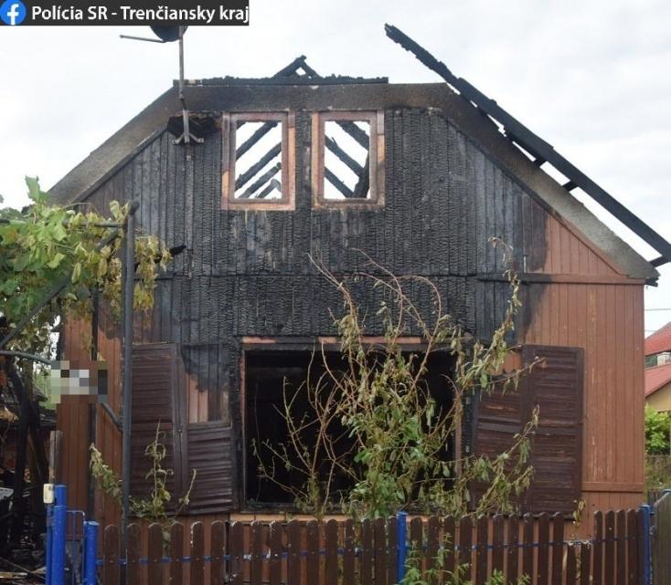 Idős férfi égett benn a családi házban, a rendőrök illegálisan tartott lőfegyverekre bukkantak