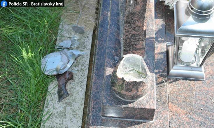 Ismeretlen vandál garázdálkodott két község temetőjében, összesen 31 sírt rongált meg (FOTÓK)