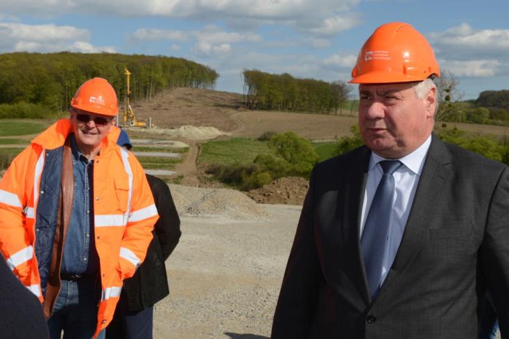Nálunk még nem tudnak a Dunaszerdahely és Győr közötti út terveiről