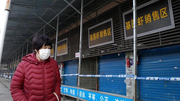 Lezárták a tüdőgyulladást okozó új koronavírus sújtotta Vuhan tömegközlekedési hálózatát