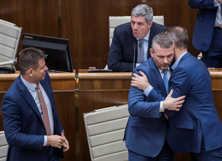 Bizalmat szavazott a parlament Pellegrini kormányának