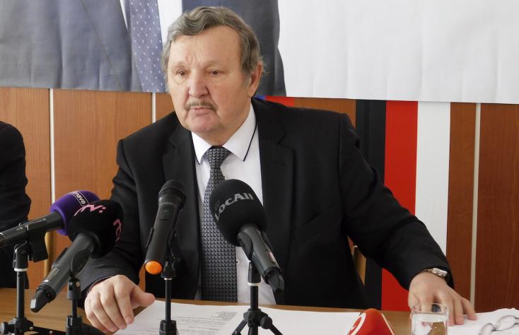 Kotleba pátyolgatására, az MKÖ és a Za ľudí ekézésére használja ki a városi lapot az ĽSNS-es rimaszombati polgármester!