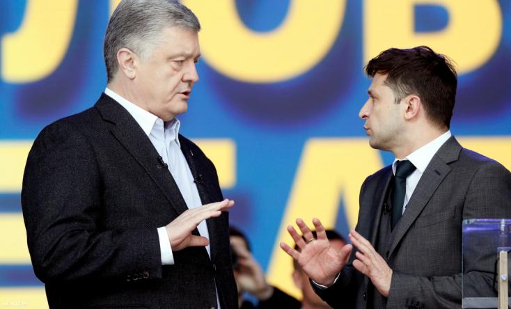 Kölcsönös vádakkal illette egymást Zelenszkij és Porosenko a kijevi Olimpiai Stadionban