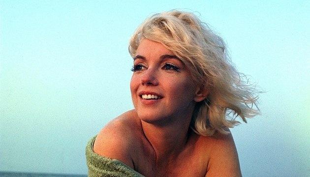 Marilyn Monroe eddig rejtegetett Cosmopolitan-fotóit árverezhetik el