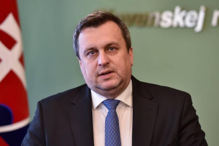 Az SNS alelnöke csúnyán leteremtette Dankót, mire a párt egész vezetése lemondott!