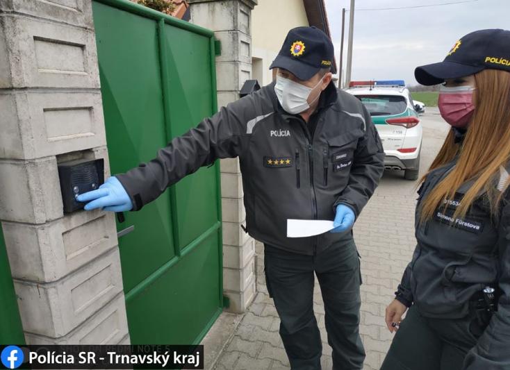 A dunaszerdahelyi rendőrök is folyamatosan ellenőrzik, hogy a külföldről hazatérők betartják-e az otthoni karantént (FOTÓK)
