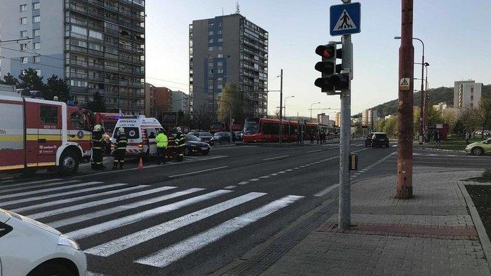 BALESET: Idős férfit gázolt el a villamos Pozsonyban