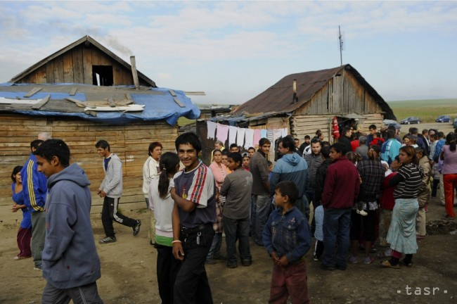 24 ezer szakképzetlen roma fiatalnak kéne munkát adni