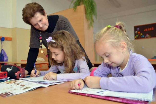 Megfiatalítaná a tanári kart a minisztérium: 65 év lehet a tanárok felső korhatára