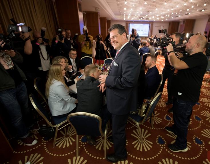 Fontos pozíció: a vesztes szlovák államfőjelölt nevét ragozzák a visegrádi országok
