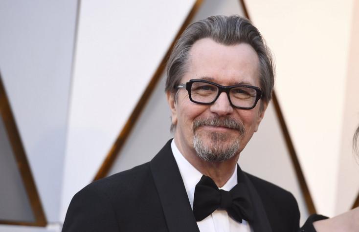 Gary Oldman az Óz, a nagy varázsló című film forgatókönyvírójának bőrébe bújik