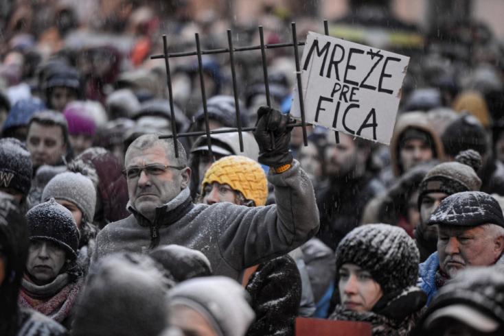 Íme a legbeszédesebb transzparensek a kormány elleni tüntetésről - FOTÓK