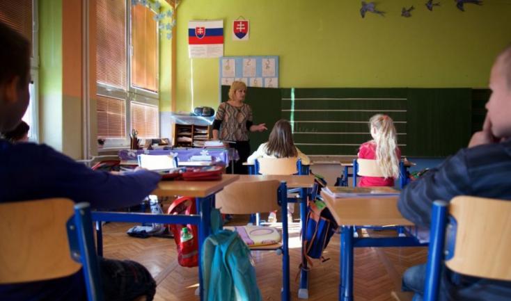 Hajszolják a pedagógusokat a sulik, mert a fiatalok nem mennek tanítani