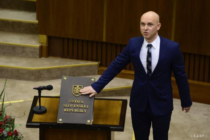 Az új miniszter szerint biztosan meg kell hosszabbítani a koronavírus miatti tanítási szünetet