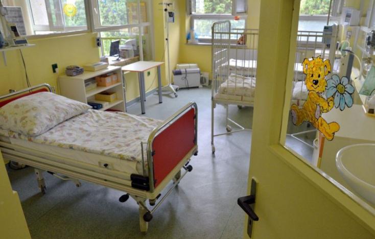 BOTRÁNY: Nem tudnak megegyezni a kórházak, hogy hol műtsék meg a 15 éves fiút, aki agydaganattal küzd