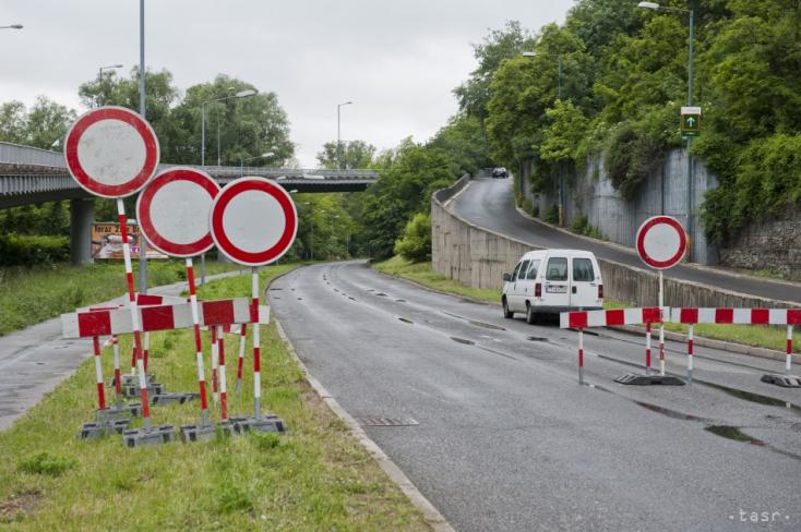 Hamarosan befejeződik a Szenc és Bazin közti út felújítása
